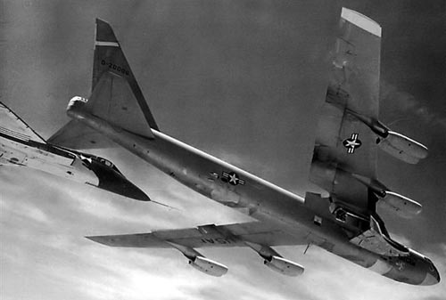 F5D with a B-52 carrying the Martin